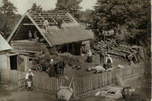 Üks tavaline tööpäev Sõrve talus. Carl Oswald Bulla foto. SMF 3235:1