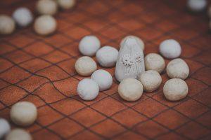 MÄNGUNUPUD Vaalaluust mängunupud kuuluvad viikingite strateegiamängu Hnefatafl juurde. Mängud on kaunis nahast kotis, mis on samas ka mängualus. Mängu juures on eesti ja inglise keelne mänguõpetus.